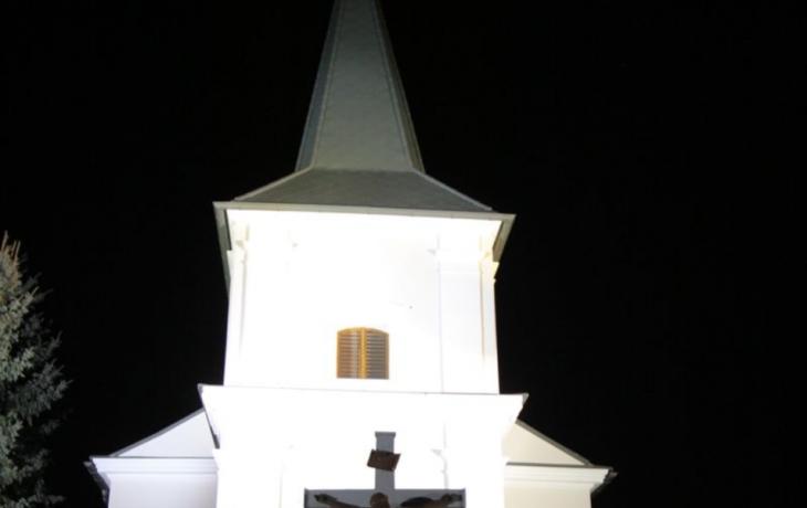 Do věže hřbitovního kostela ukryli zprávu