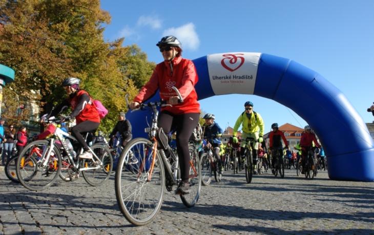 Turisté křižovali Chřiby, cyklisté se loučili mezi vinohrady