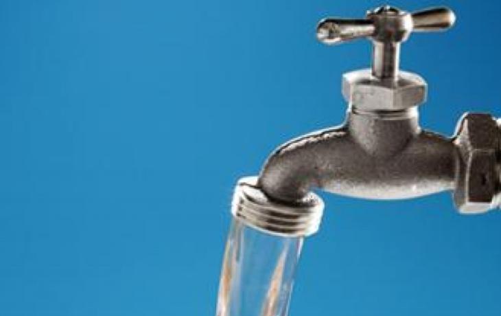 Teplá voda ve škole. Někde stále luxus