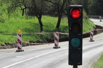 Dopravu u Pitína řídí semafory