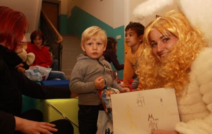 Mikuláš naděloval dětem v Azylovém domě Petrklíč