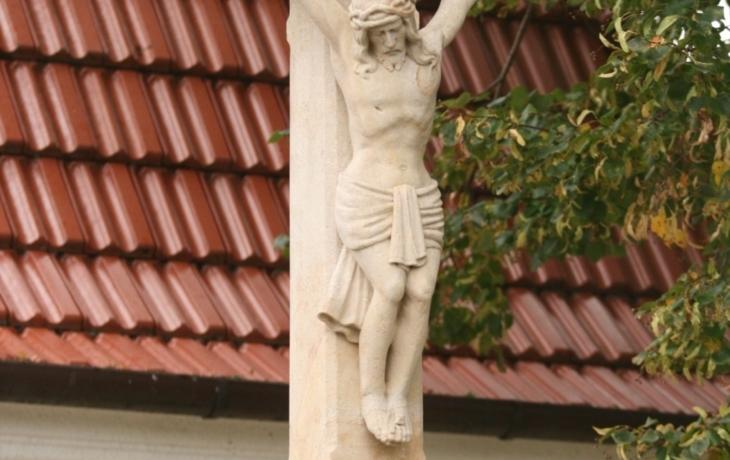 Kříž opravili i ze sbírky