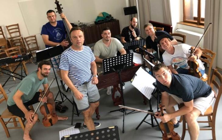 Herci Slováckého divadla si opět zazpívají s Haraficou