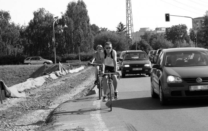 Cyklostezky a chodníky vyplní mezeru