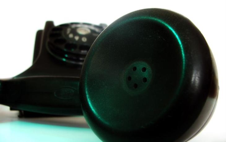 Na koupališti bude dál vyzvánět telefon se sluchátkem