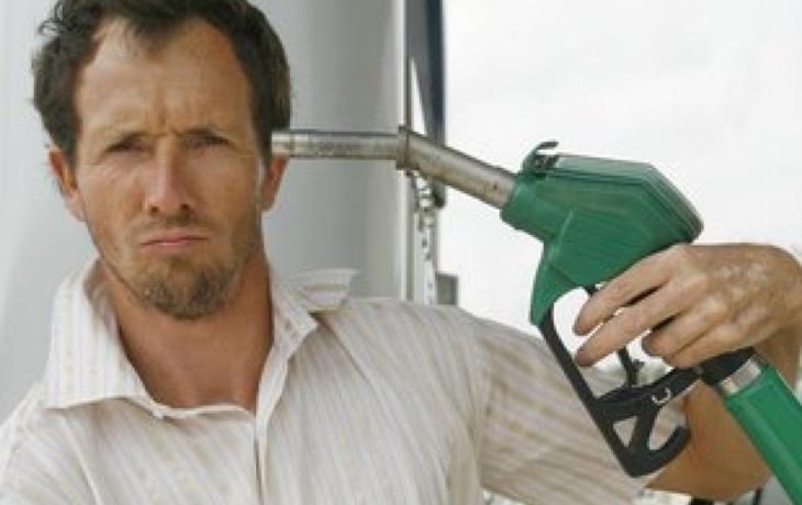 Natural za 32,90 táhne benzinky ke dnu