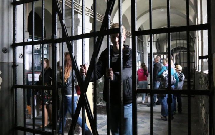 Věznice dál chátrá. Záchrana se zatím nedaří