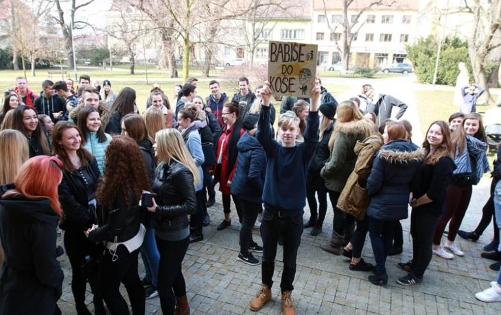 Studenti se opřeli do politiků. Arogance nás ničí! křičeli