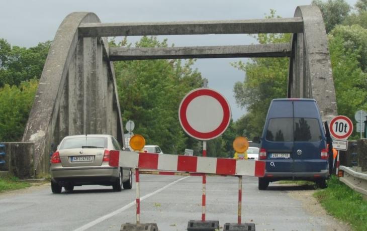 Předčasná radost. Most se znovu zavře