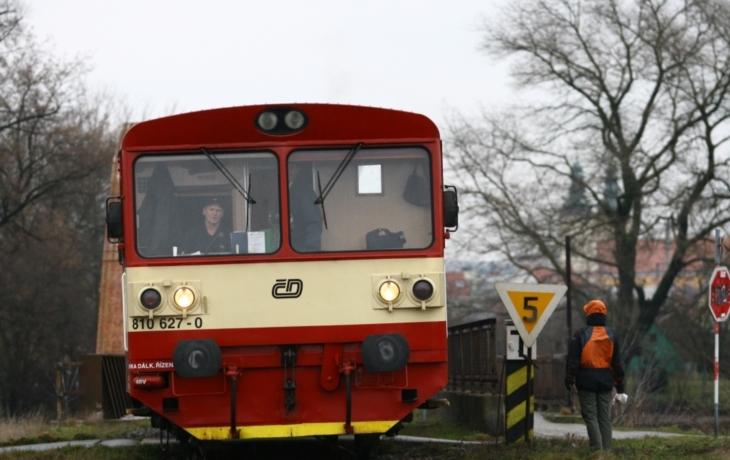 Autobusové spoje dočasně nahradí vlak