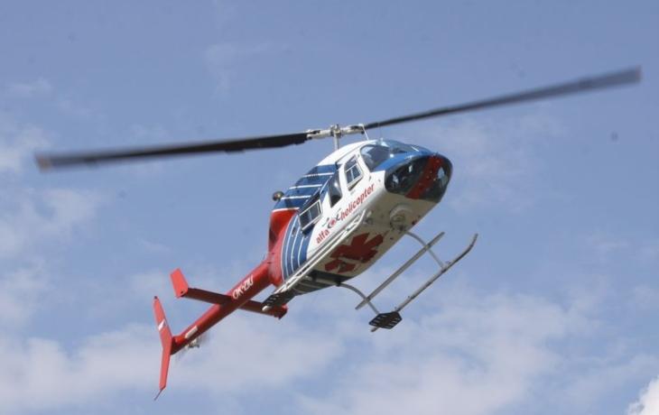 V kuchyni vyšlehly plameny, pro popáleného muže letěl vrtulník