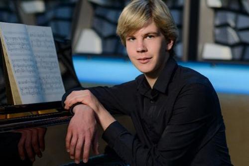 Neuvěřitelný Matyáš Novák zahraje v Redutě