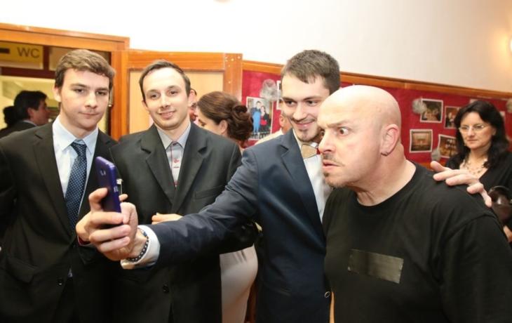 Kocáb, Pavarotti, Elton John a Michal David. Diváky bavil Zdeněk Izer