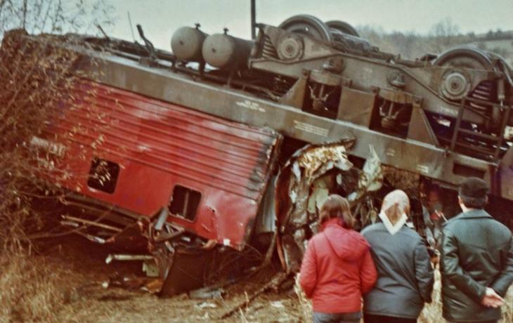 V mlze proti sobě vyjely dva vlaky. Srážku nepřežilo pět lidí