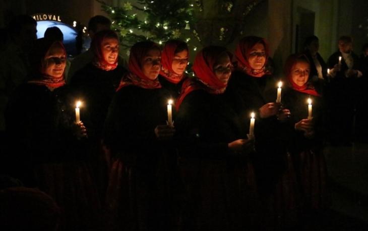 Kostel projasnili svícemi