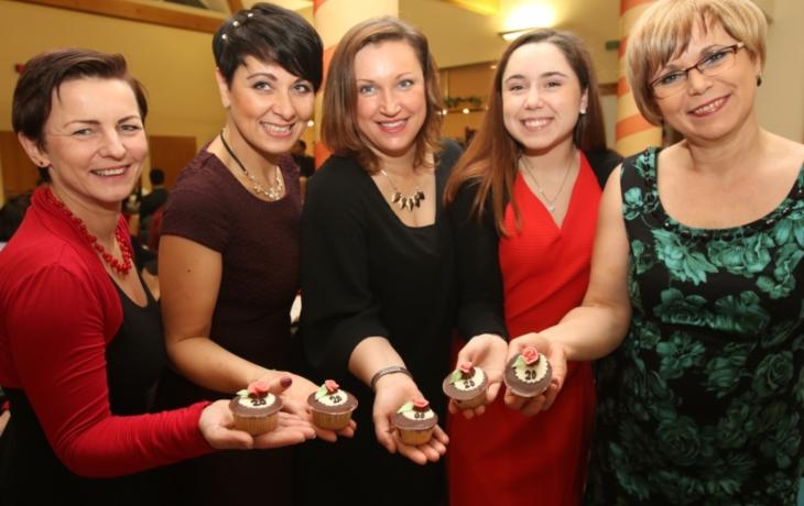Muffin s dvacítkou pro každého účastníka farního plesu