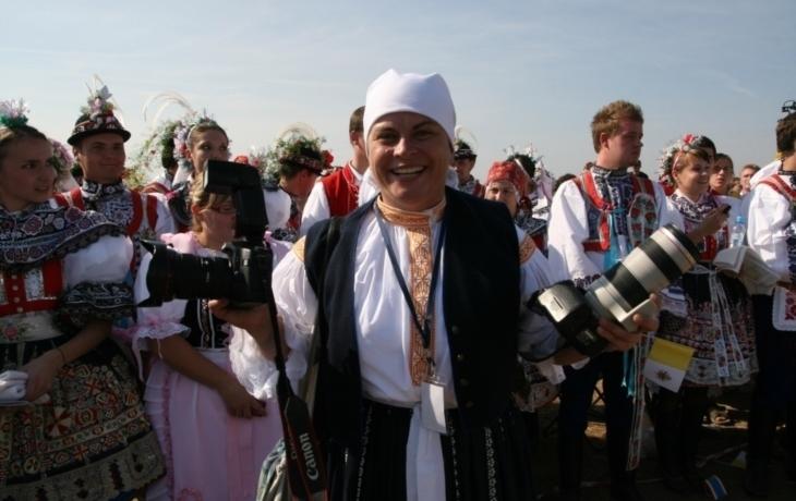 Kvůli papeži oblekla kroj