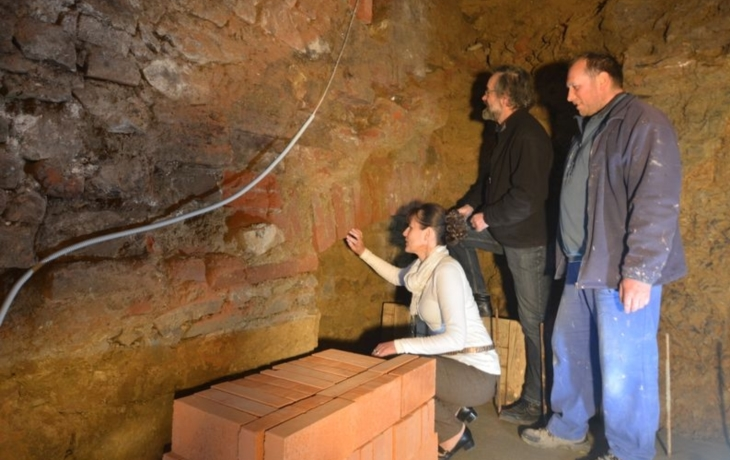 Ve Vlčnově objevili historické schodiště. Přímo pod úřadem