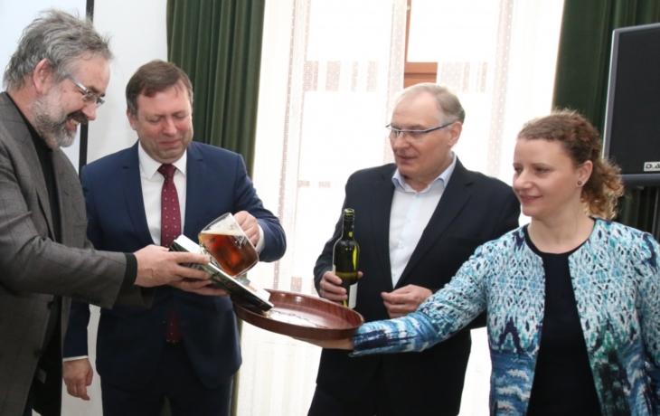 Magazín o Slovácku pokřtili pivem a vínem