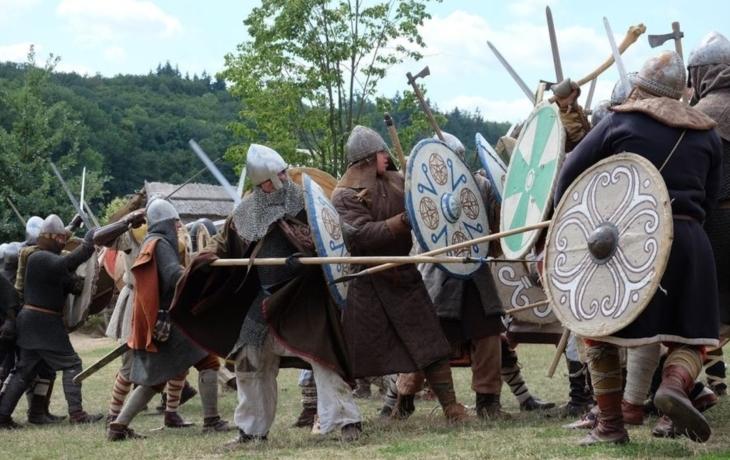 Řev bojovníků, řinčení zbraní a dusot kopyt vás čeká na Veligradě