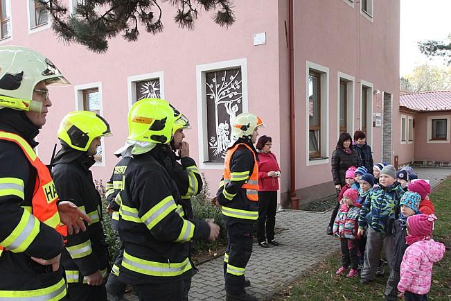 Požár ve školce si vyžádal evakuaci dětí