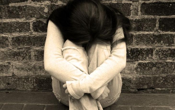 Je těhotná a bez domova. Nenarozené dítě zabíjí alkoholem