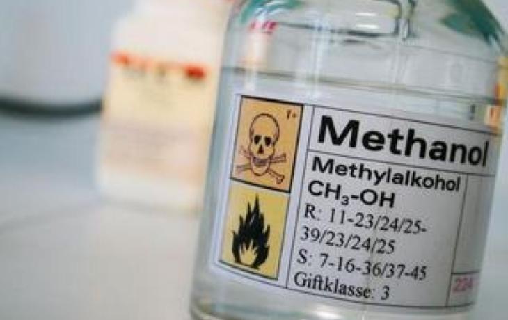Hrozba otravy metanolem trvá
