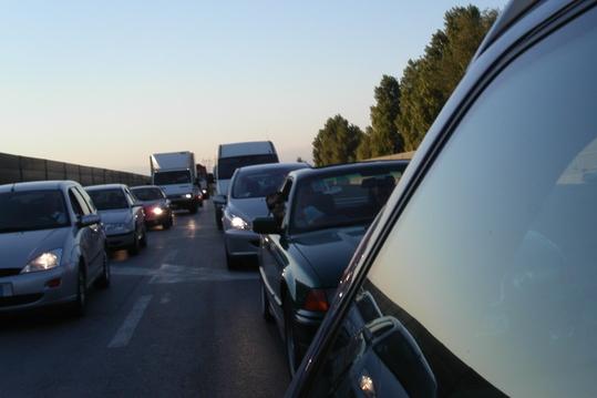 Za zpomalením dopravy stojí sesuv půdy!