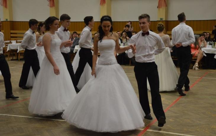 S tancem pomohli sedmáci i středoškoláci