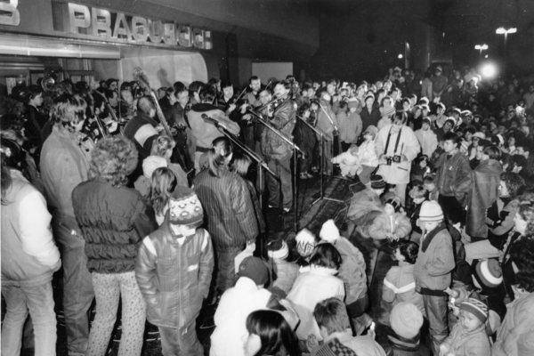 30 let od revoluce - výstava s publikací