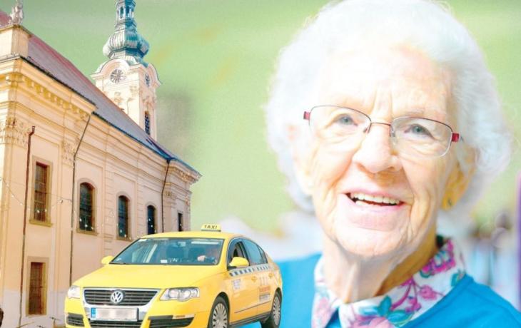Senioři si volají pro taxi. Za poukázky chtějí jezdit do kostela