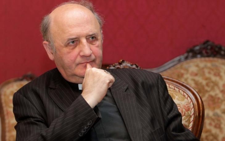 Arcibiskup věnuje modlitby pozůstalým