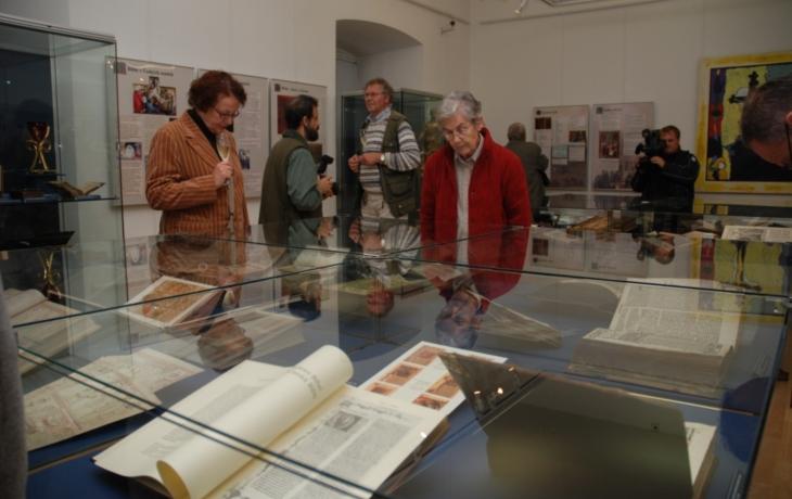 Rozsáhlá sbírka biblí v Uh. Hradišti