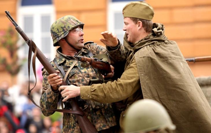 Válečná vřava v centru Uh. Brodu