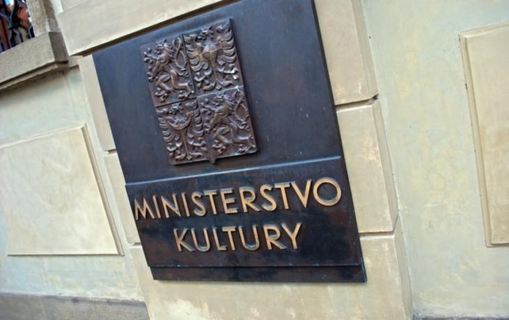 Ve hře o dvůr je i ministerstvo kultury