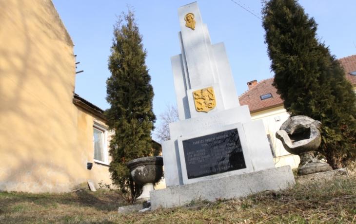 Památník hrdinů čeká oprava