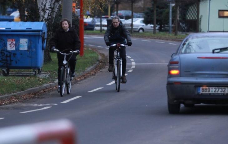 Hradiště zkouší českou novinku, cyklopruhy