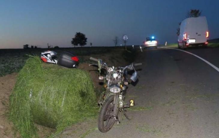 Místo srny skočil pod kola motorky balík sena