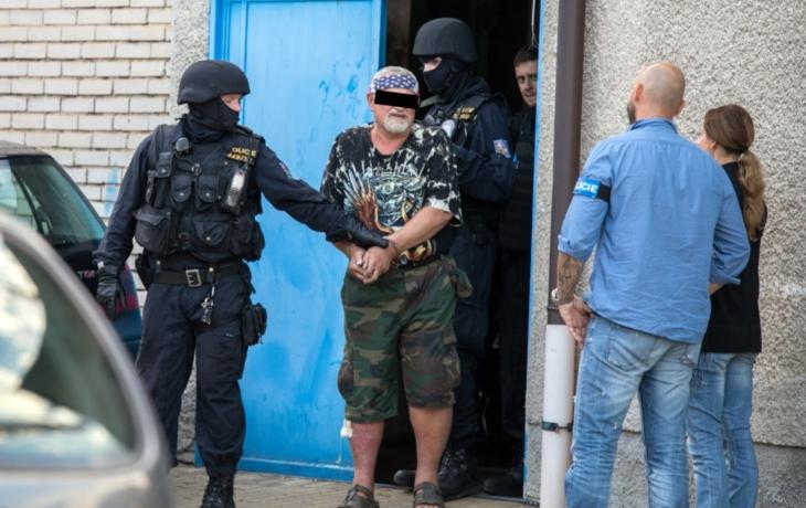 Střílel a vyhrožoval smrtí, opilému muži hrozí rok vězení