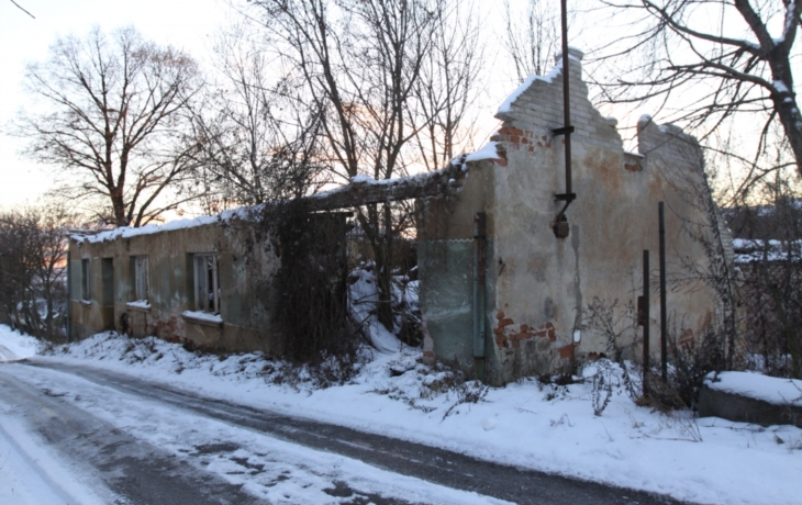 Újezdec má políčeno na ruinu Žalčíkova domu