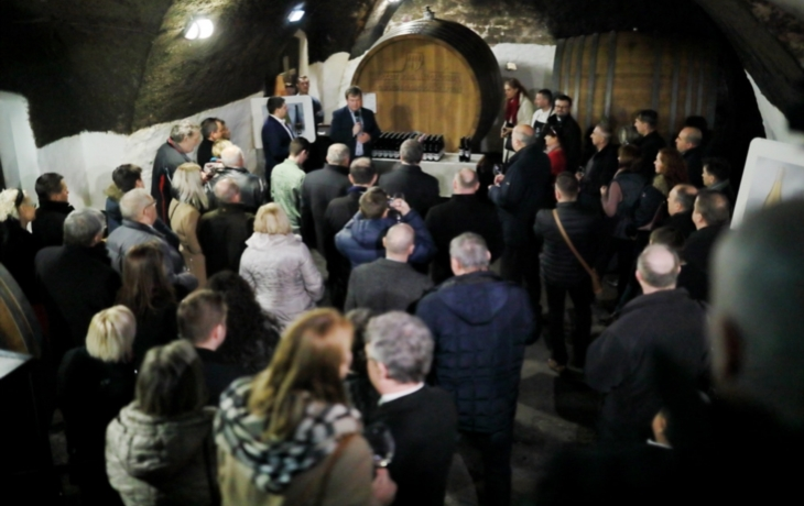 Arcibiskup požehnání mladým vínům