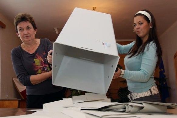 Konečně respektují přání voličů, obec povedou Vlachynská a Huťka