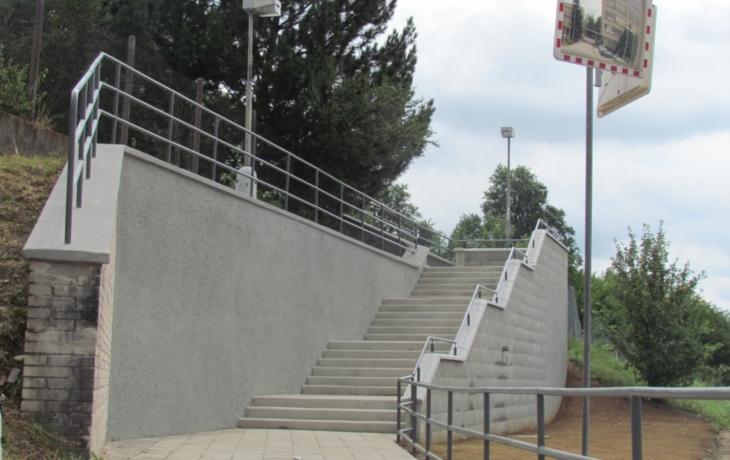 Zbrojovka přispívá i na schody