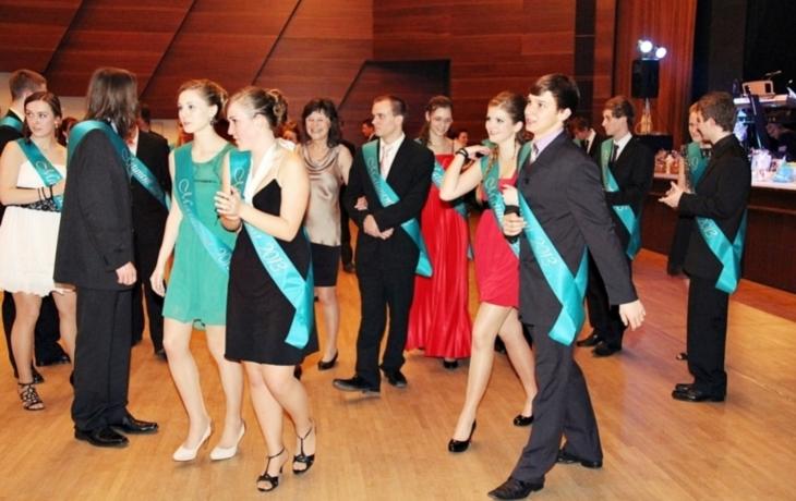 Gymnazisté uzavřeli plesovou sezonu