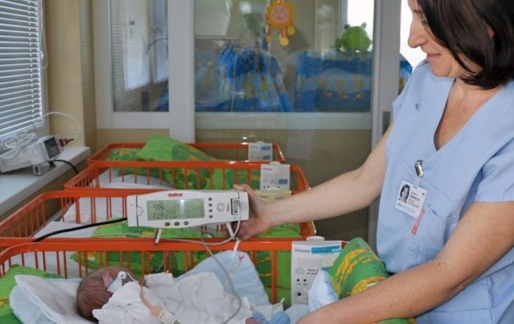 Lékaři zachytí vrozené srdeční vady novorozenců