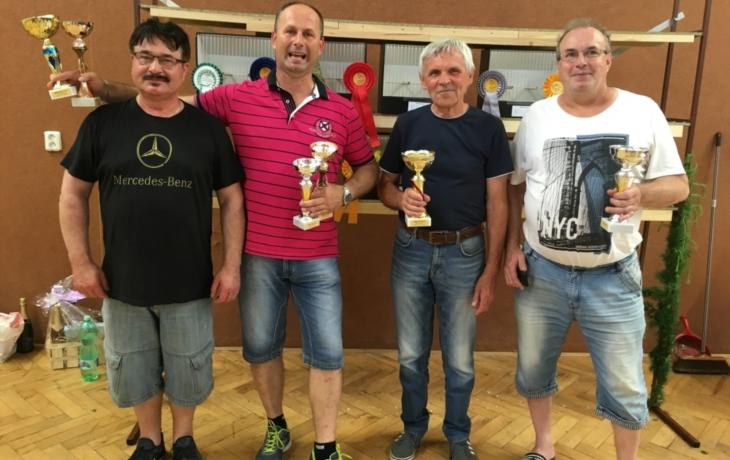 Čtyři poháry pro Milana Hlůška
