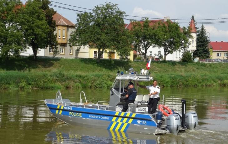 Policisté začali s kontrolami kormidelníků