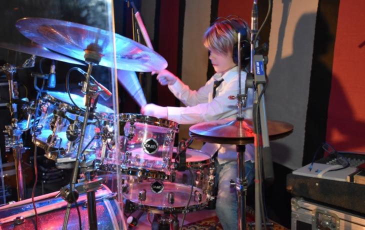 Osmiletý bubeník servíroval československé hity