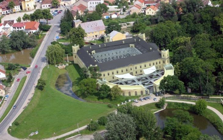 Wessels odkládá proměnu zámku v luxusní hotel