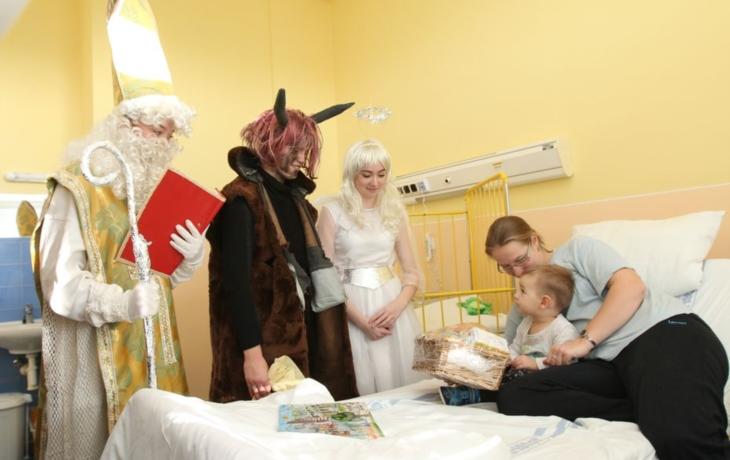 Mikuláš navštívil nemocnici
